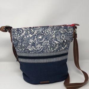 NWOT Sakroots Blue and White Floral Crossbody Bag